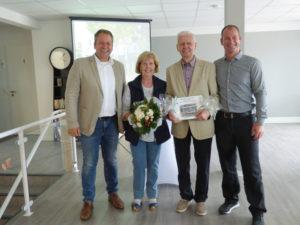 Kai Dase (li.) und Jan Dase (re.) freuten sich über die gute Zusammenarbeit mit dem Namensgeber Paar für die Tagespflegeeinrichtung Christa und Fritz Pieper. Foto: G. Vrobel