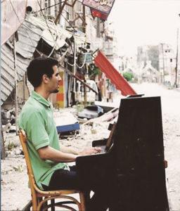 Klaviermusik aus den Trümmern von Yarmouk